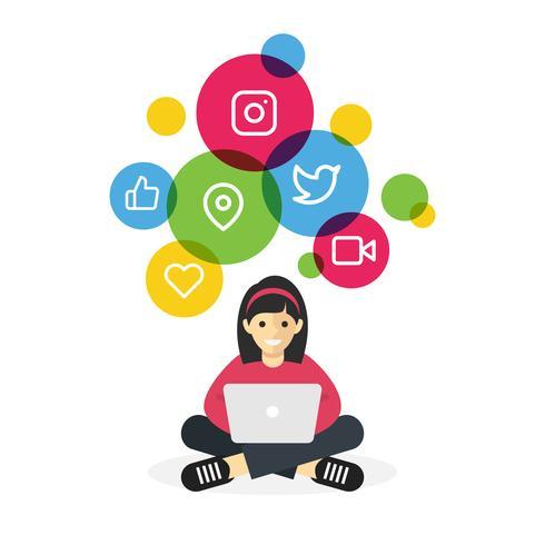 Tjej sitter med laptop surfar på internet sociala medier