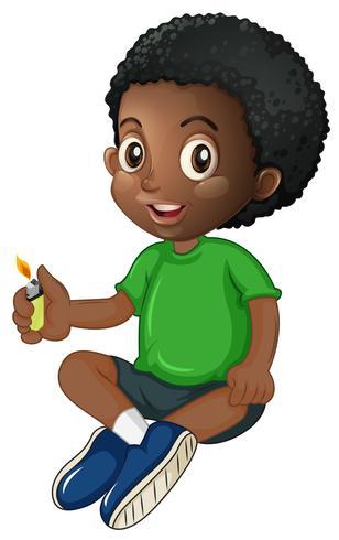 Liten pojke leker med tändare