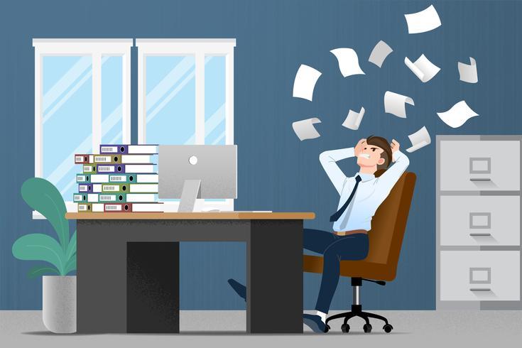 Estresse do homem de negócios na mesa por muito trabalho. Projeto liso da ilustração do vetor do caráter do empregado com a pilha de papel que trabalha muito duramente com o computador pessoal.