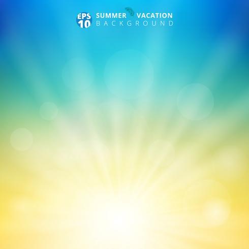 Sommarsäsong solljus med bokeh i himlen suddig bakgrund. Natur oskärpa bakgrund med radiell soluppgång. Natur ekologi koncept för din grafiska design.
