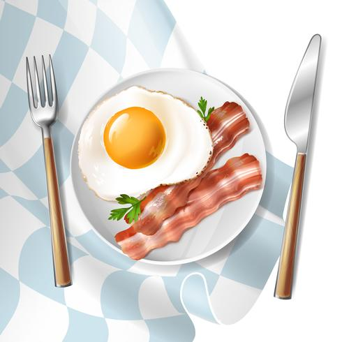 Huevos fritos con tiras de tocino y perejil