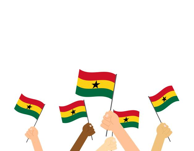 Mano sosteniendo banderas de Ghana aisladas sobre fondo blanco