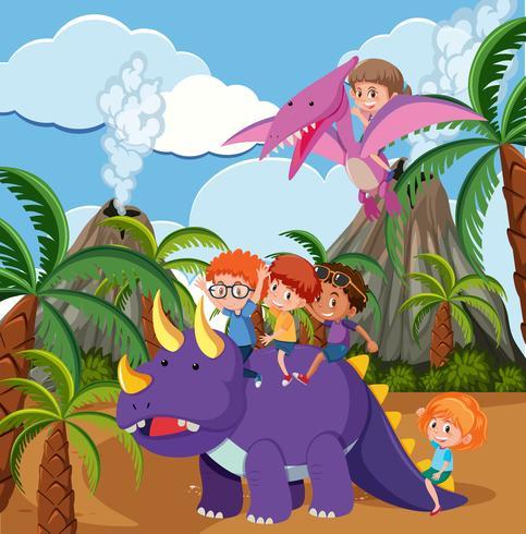 Bambini che cavalcano dinosauri nella scena preistorica