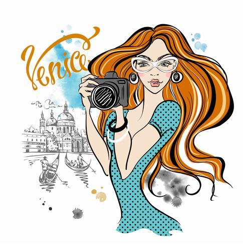 Meisjestoerist met een camera die beelden van aantrekkelijkheden in Venetië nemen Reis. Italië. Vector.