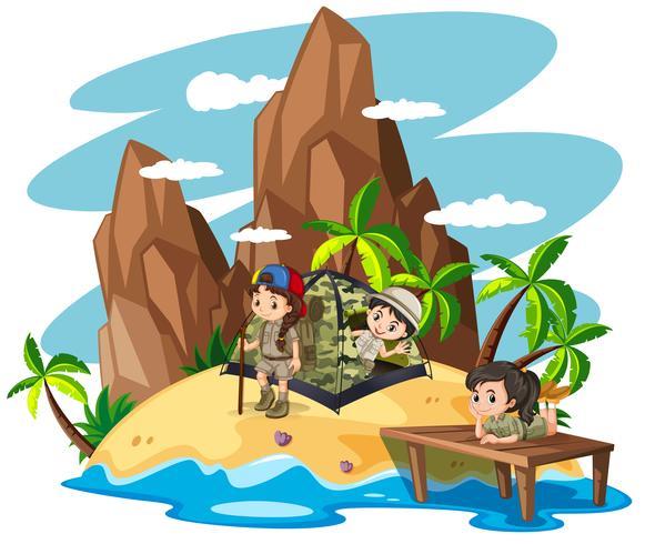 Barn camping ute på ön