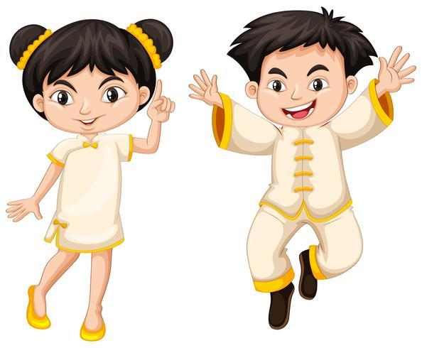 Chico y chica chinos en traje tradicional