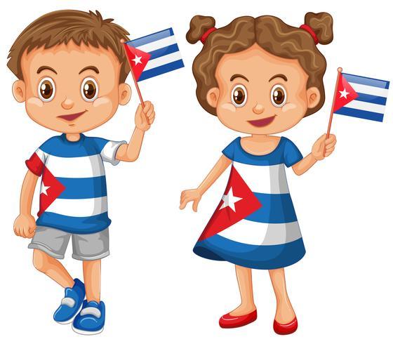 Glad kille och flicka som håller flagga på Kuba