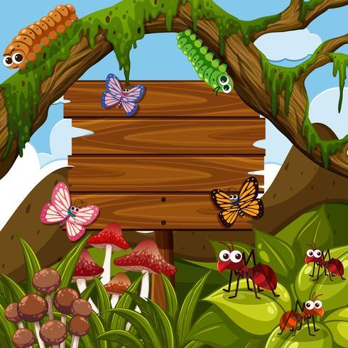 Modello di cartello in legno con bug nel bosco