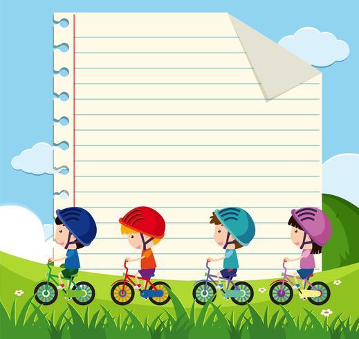 Modello di carta con i bambini in bicicletta nel parco