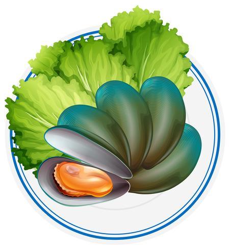Mejillones cocidos y verduras en plato. vector