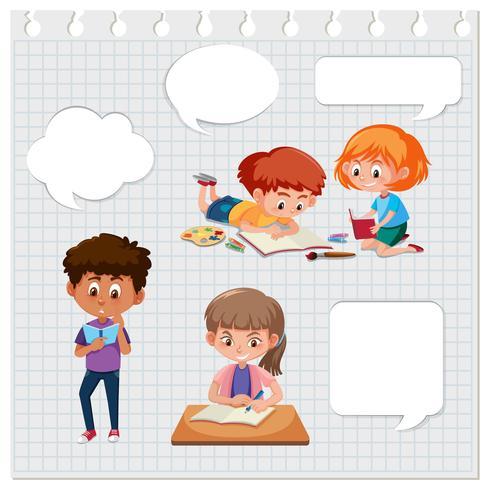 Conjunto de niños aprendiendo con burbujas de discurso