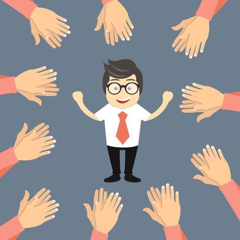 Många händer applåderar till en framgångsrik affärsman