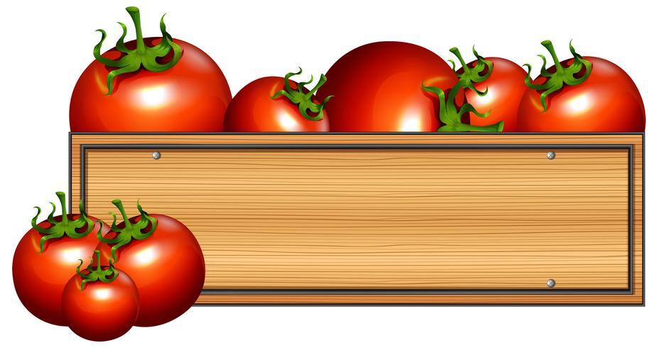 Houten bord met verse tomaten