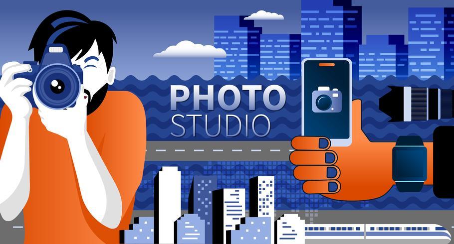 Photographe heureux prend une photo en utilisant une caméra slr
