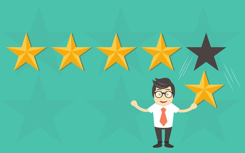 Valutazione del cliente, feedback, valutazione a stelle, lavoro di qualità. Uomo d'affari che tiene in mano una stella d'oro, per dare cinque