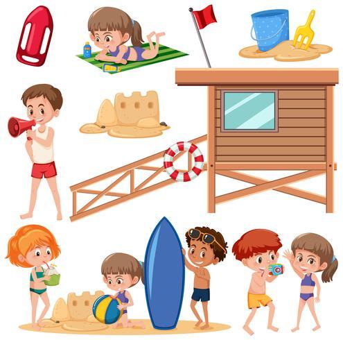 Ensemble d'enfants à la plage