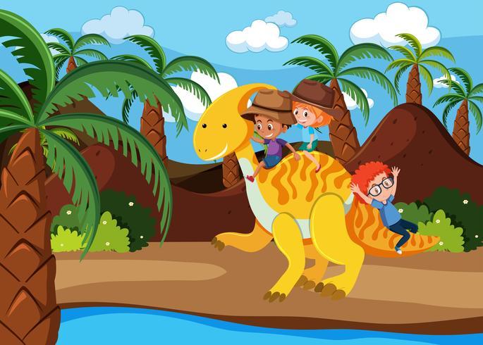 Kinderen rijden op een dinosaurus