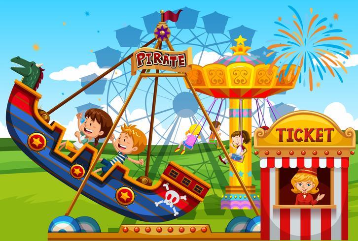 Enfants jouant sur des manèges au parc de loisirs
