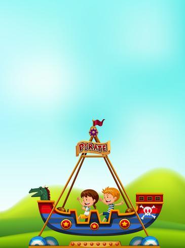 Niño y niña jugando barco pirata