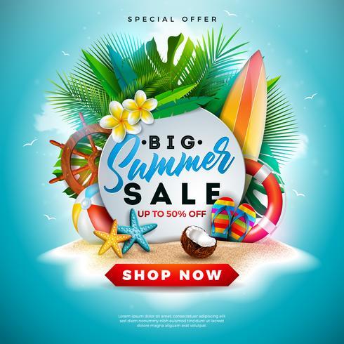 Summer Sale Design avec fleur, éléments de vacances à la plage et feuilles exotiques sur fond bleu de l'océan. Illustration vectorielle floral tropical avec typographie offre spéciale pour le coupon