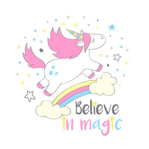 Magisches niedliches Einhorn in der Cartoonart mit Handbeschriftung glauben an Magie. Kritzeln Sie das Einhornfliegen über einem Regenbogen und Wolkenvektorillustration für Karten, Poster, Kindert-shirt Drucke, Textildesign.