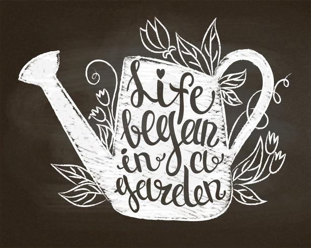 Silueta de tiza de regadera vintage con hojas y flores y letras - La vida comenzó en un jardín en el pizarrón. Cartel tipográfico con cita inspiradora de jardinería.