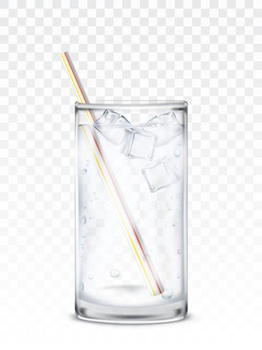 Bicchiere di vetro con acqua, cubetti di ghiaccio e una cannuccia
