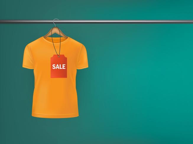 T-shirt met een prijskaartje opknoping op hanger.