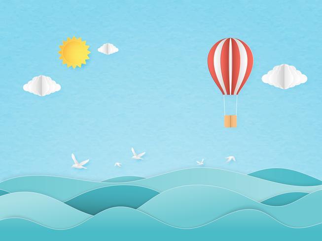 Illustratie van reis in een vakantietijd. Origami maakte rode en witte hete luchtballon die over zeegezicht met zon en wolk, zeemeeuw op blauwe hemel vliegt. Papieren papierversieringsstijl.