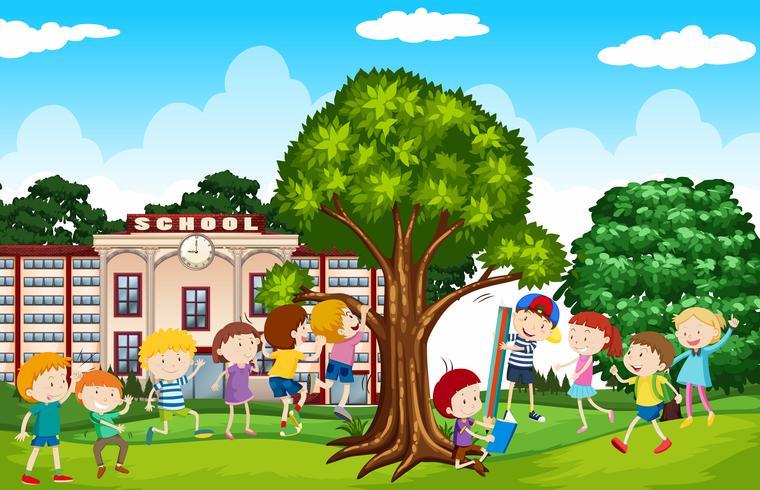 Studenter som leker på skolgården