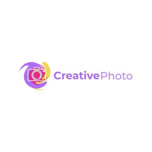 Kreatives Logo mit einer Fotokamera. Zeichen für den Fotografen. Schwarze Linie mit flachem modernem Firmenzeichen des gelben Hintergrundes