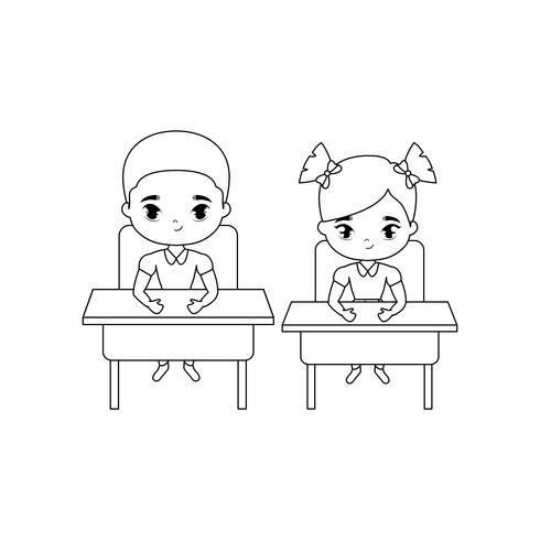 piccoli studenti seduti nei banchi di scuola