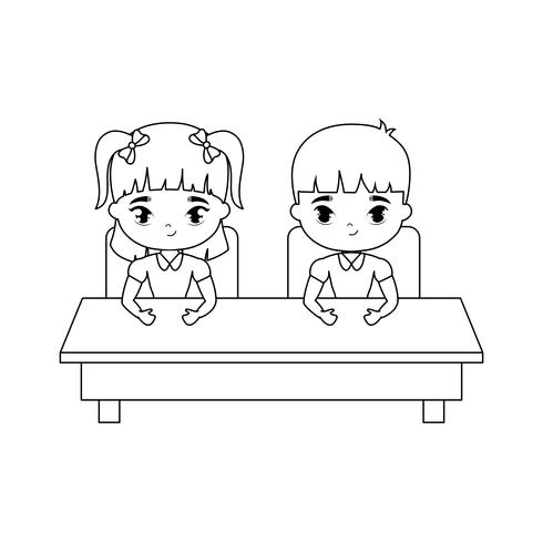 pequeños estudiantes sentados en el escritorio de la escuela