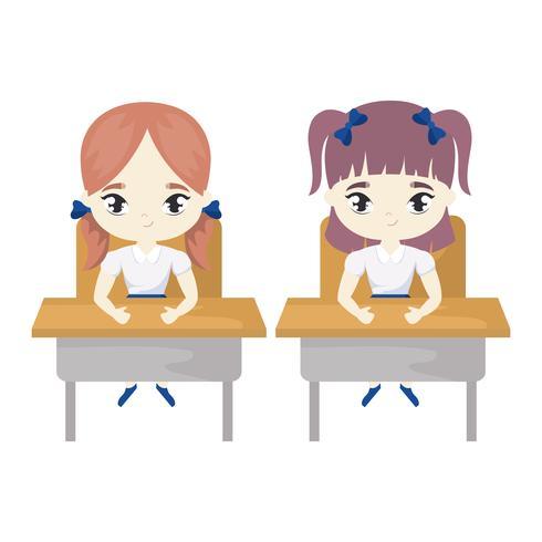piccole studentesse sedute nei banchi di scuola