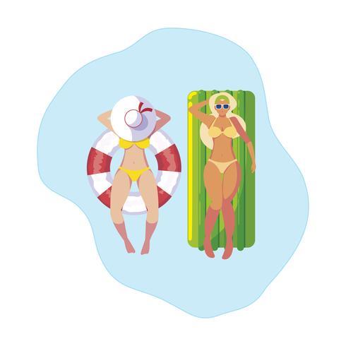 flickor med baddräkt i badvakt och madrass flyter i vatten