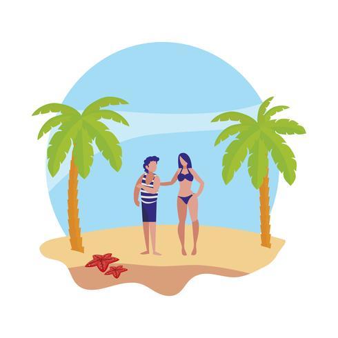 ung pojke med kvinna på sommarscenen på stranden