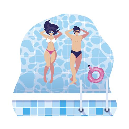 pareja joven con traje de baño flotando en la piscina
