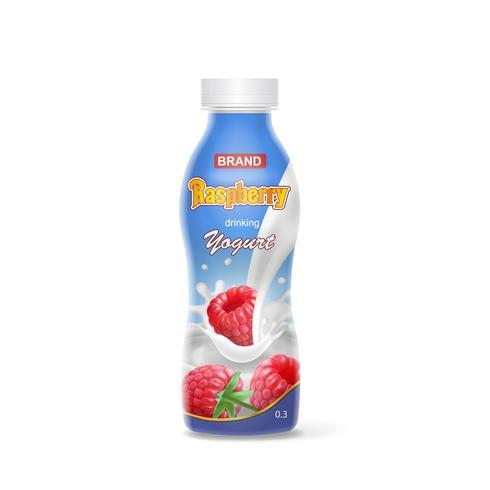 Plastflaska för yoghurt med att dricka hallonyoghurt.