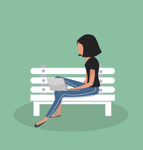 panchina seduta donna con notebook