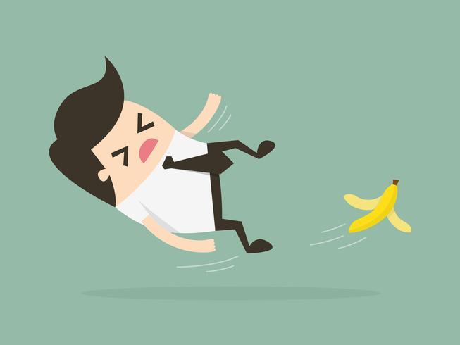 Homme d'affaires glissant sur une peau de banane