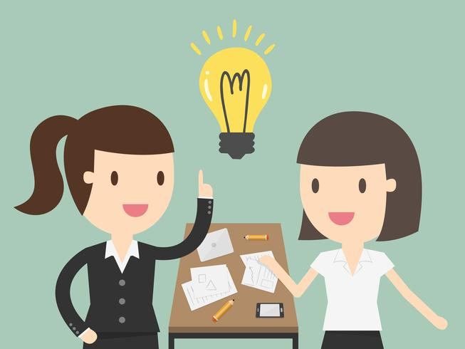Bedrijfs vrouw die een financieel plan verklaart aan collega's op vergadering