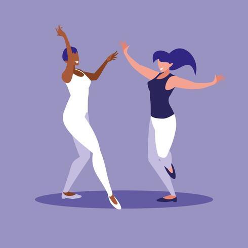 les femmes dansent ensemble