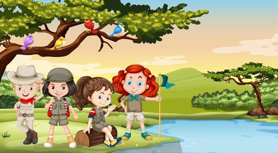 Kinderen kamperen aan de rivier