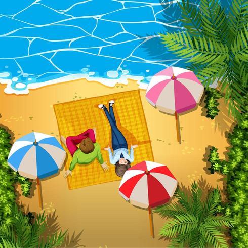Hombre y mujer, relajante, en la playa