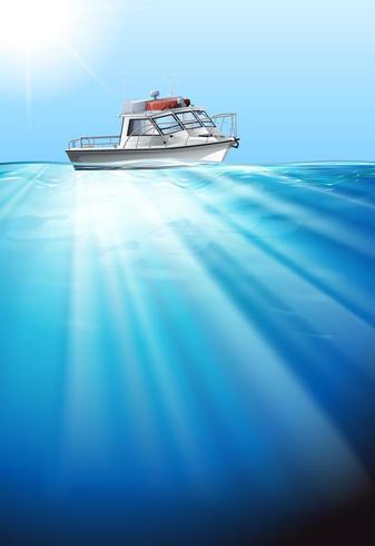 Peschereccio che galleggia sull'acqua