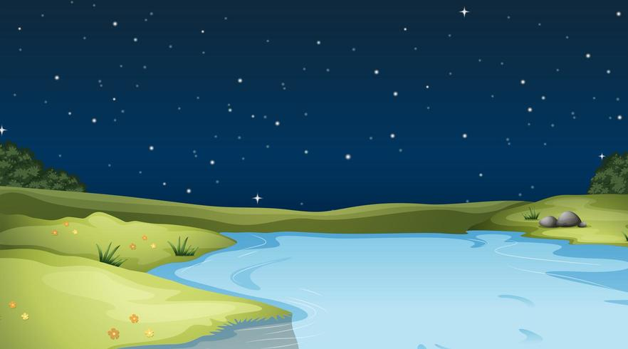 Fluss, der nachts durch Feld läuft