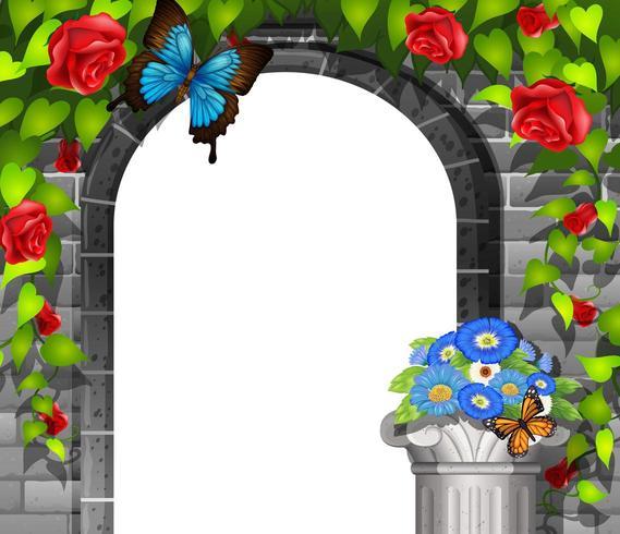 Scena con porta nel muro di mattoni e rose