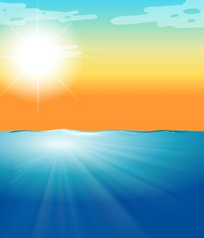 Ozeanszene mit blauem Meer und hellem Sonnenschein