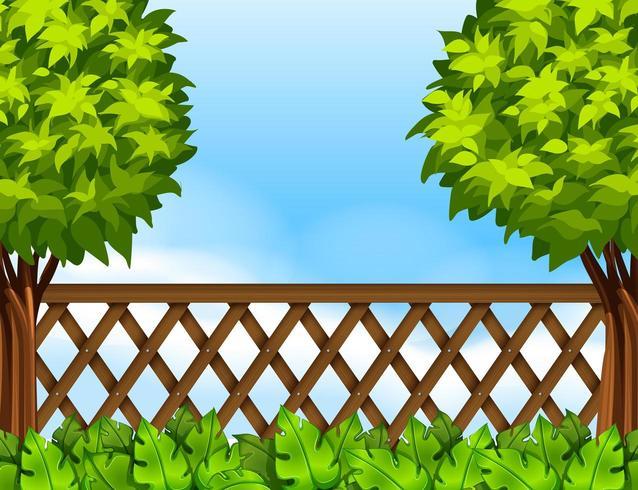 Gartenszene mit Zaun und Bäumen