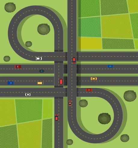 Escena aérea de tráfico en carreteras a través del campo
